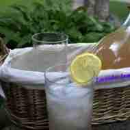 Lavender Lemonade/Daily Dish Magazine #lavenderlemonade #lemonade