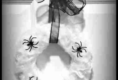 Easy Spider Halloween Wreath