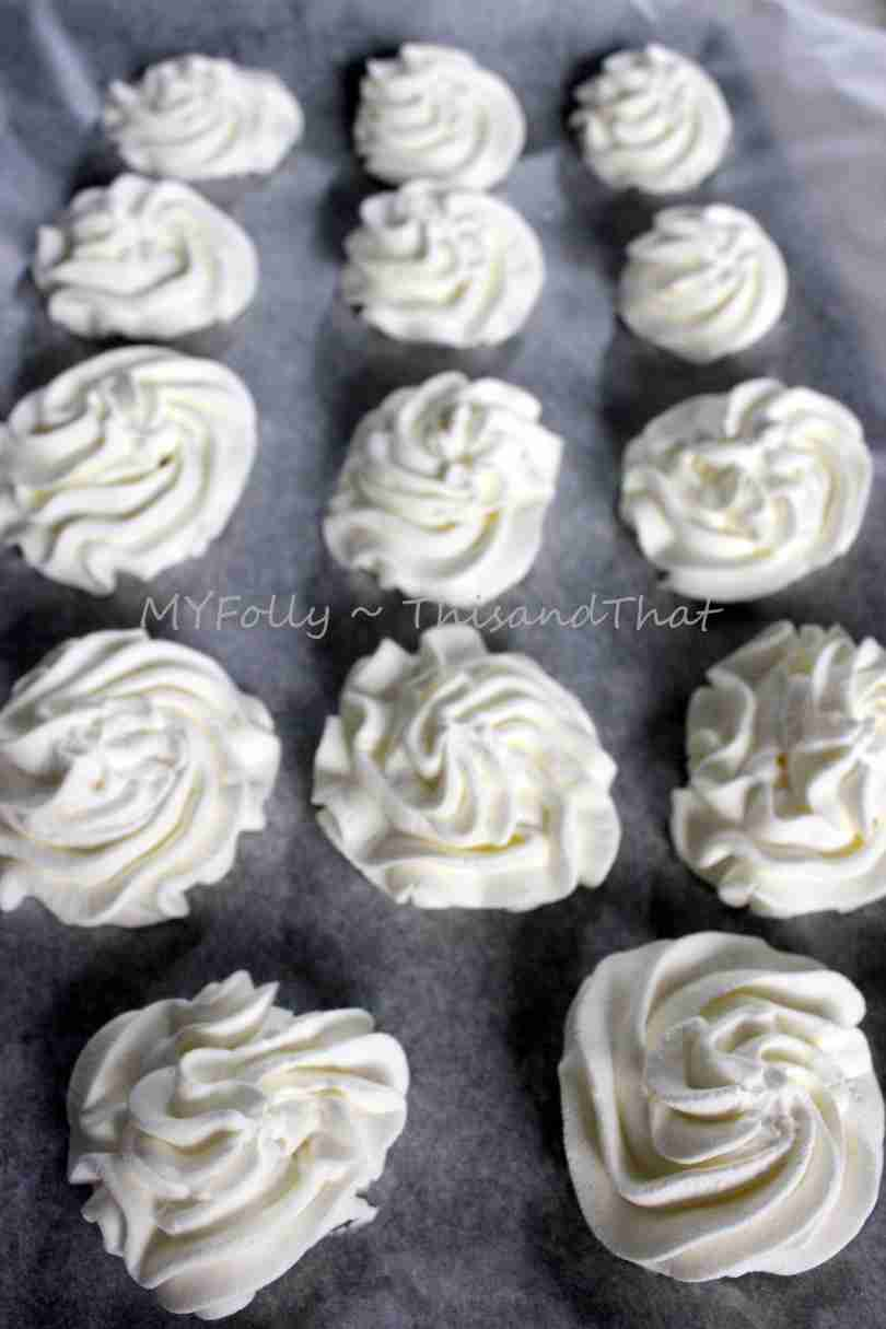whipped cream flowers ready to go into the freezer
