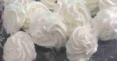 frozen whipped cream flowers in a freezer bag