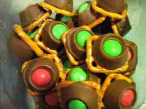 Pintrest Pretzel Bites - Candies to make for the holidays