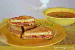 Grilled-Cheese-and-tomato-soup