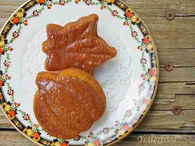 Mini Pumpkin Cakes by Yesterfood