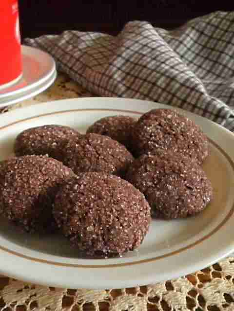 012 chocolate crinkle cookies