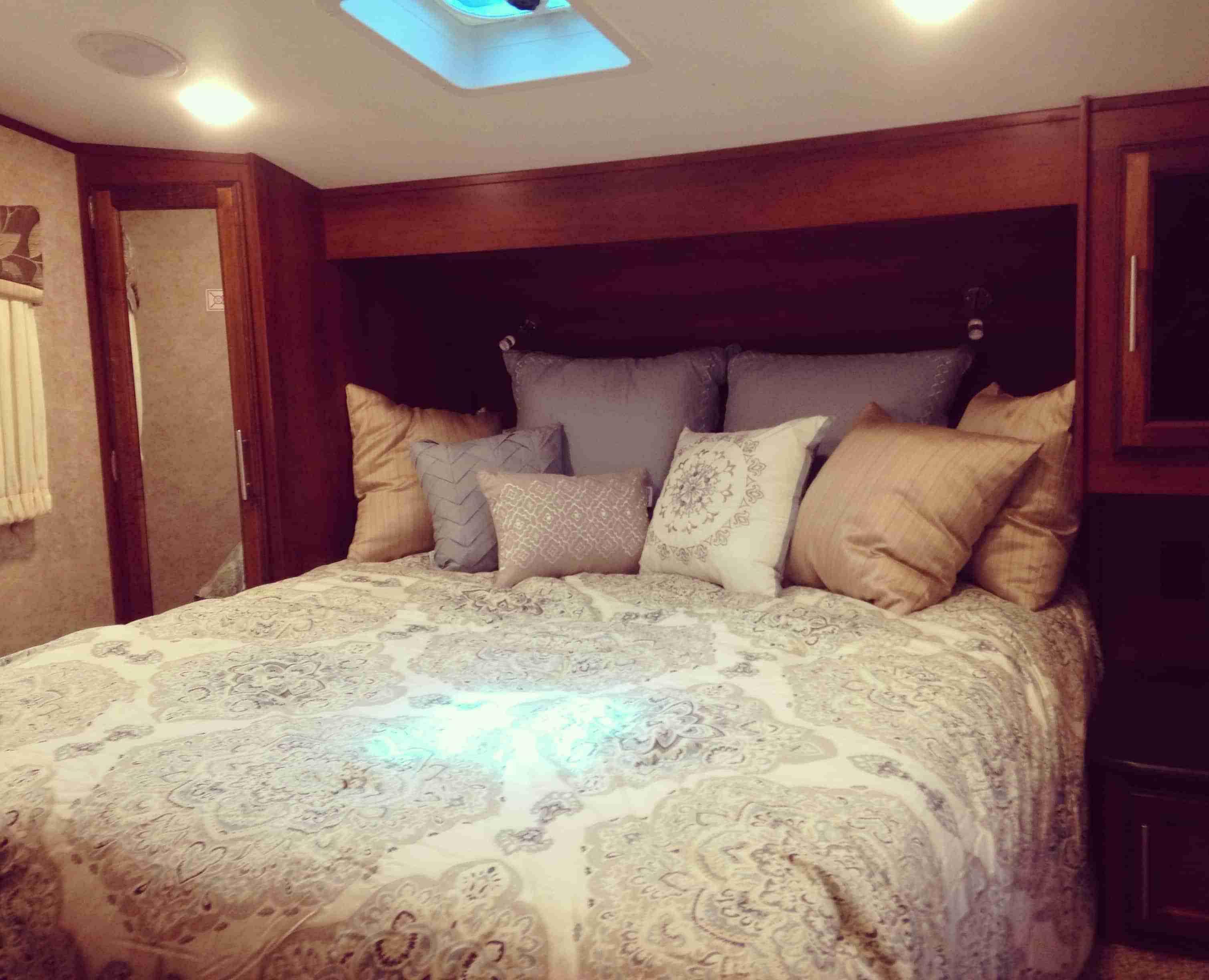 Eva Longoria Briella Comforter Set