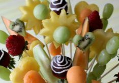 How to Make a Fruit Bouquet from Hoosier Homemade